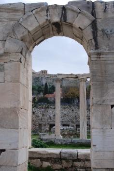 Vista de la Acrópolis desde la Biblioteca de Adriano